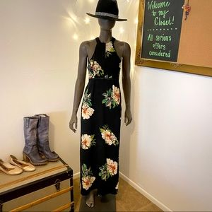 Dresses & Skirts - Black Floral Backless Maxi Dress • size S
